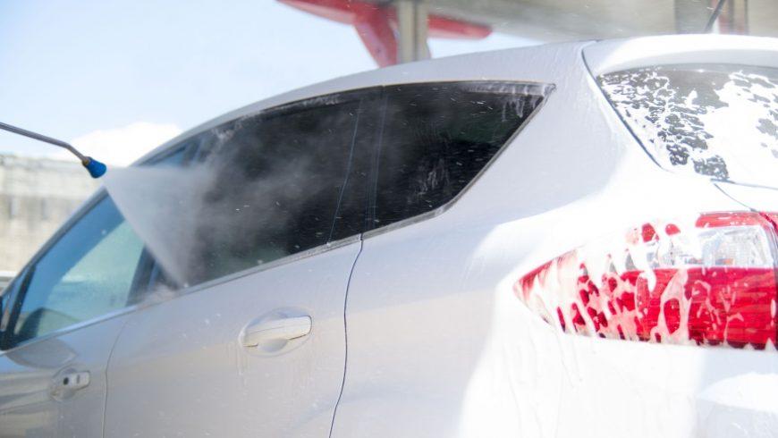 Si può lavare l'auto presso gli autolavaggi e non essere multati, lo dice il Prefetto!